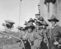 APV_Sammlung_1930 Johanniterfuehrer auf dem Berner Muensterturm